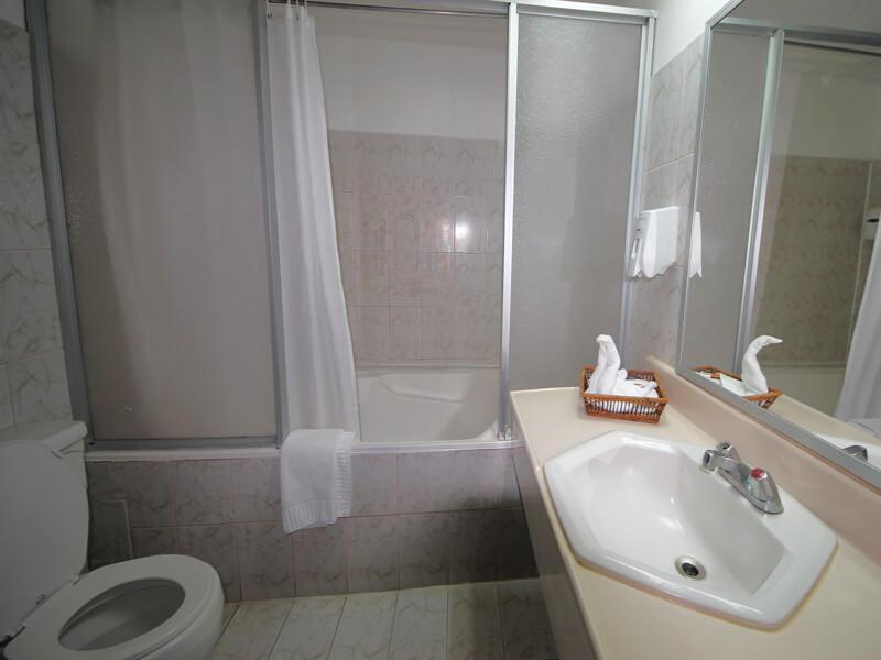 Hotel Aeropuerto Bathroom