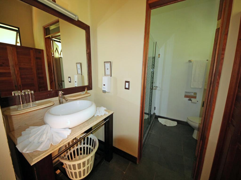Trapp Family Lodge Monteverde Bathroom
