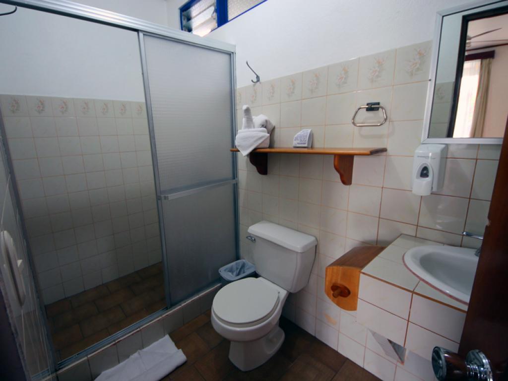 Bathroom San Bosco Inn Arenal