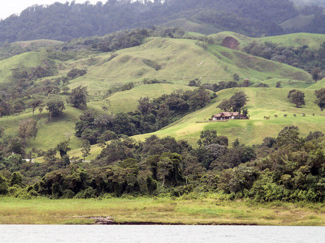 Beautiful Scenery on Taxi-Boat-Taxi Arenal to Monteverde