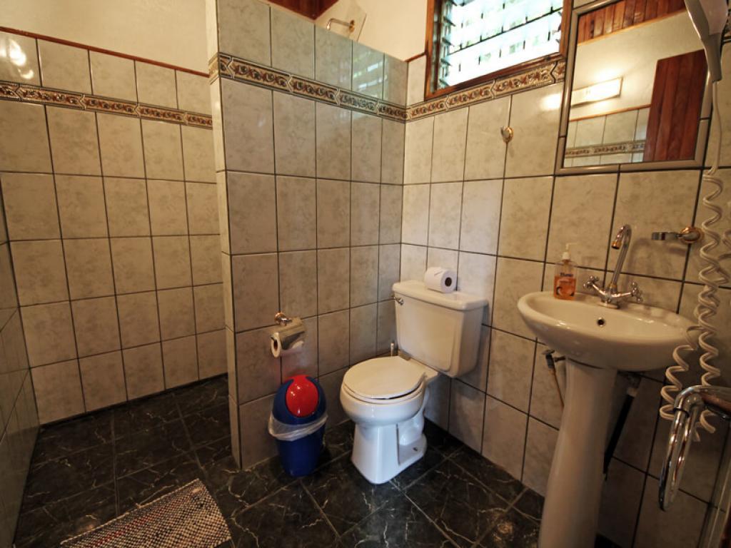 Chalet Room Bathroom Hotel Miramontes Monteverde