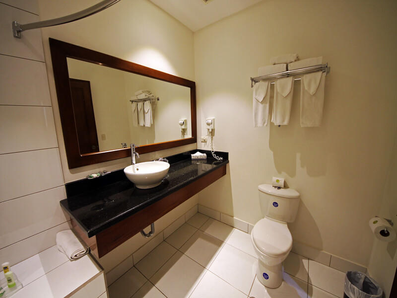 Bathroom Country Inn and Suites Costa Rica