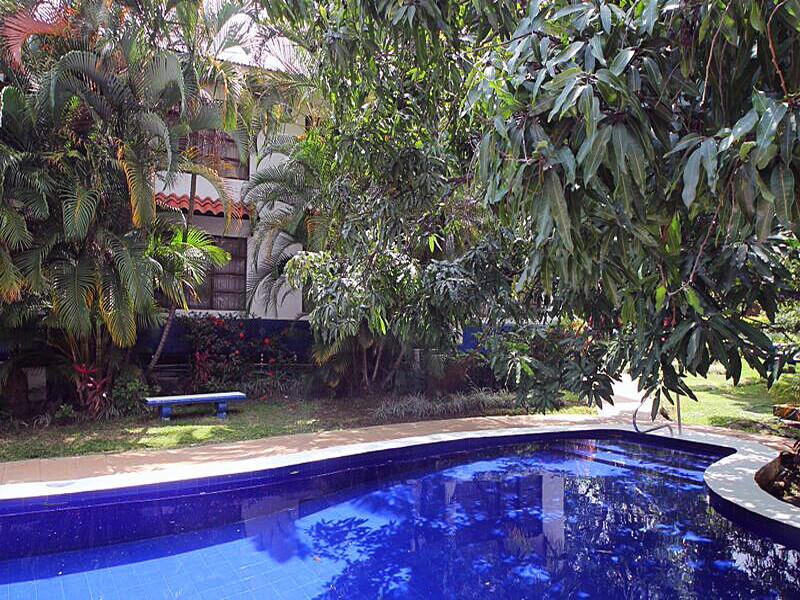 Hotel Aeropuerto Pool
