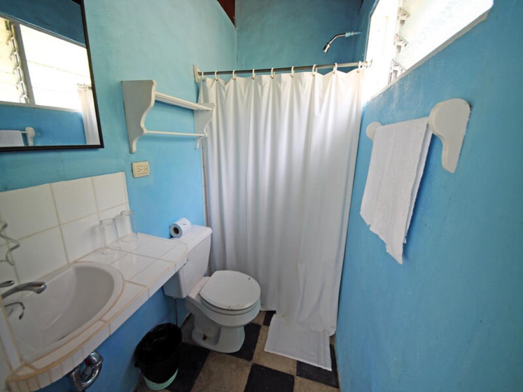 Hotel El Bosque Bathroom