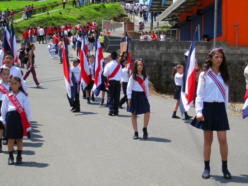 Parade Santa Elena High School Performers