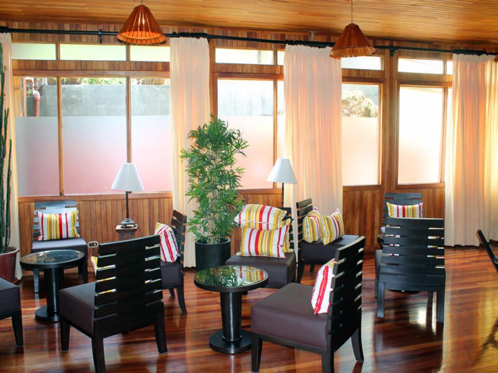 Recepetion Trapp Family Lodge Monteverde